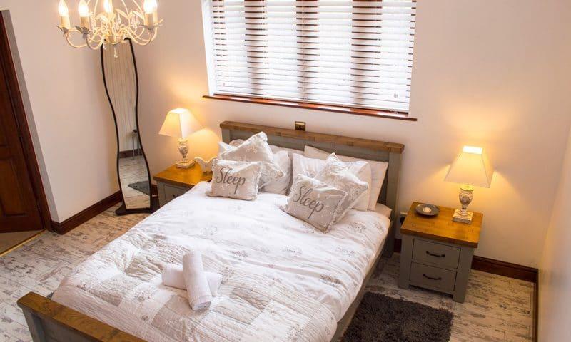 oaklands-bedroom1-2