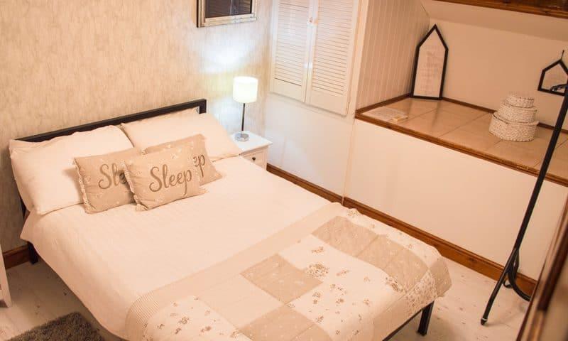 oaklands-bedroom5
