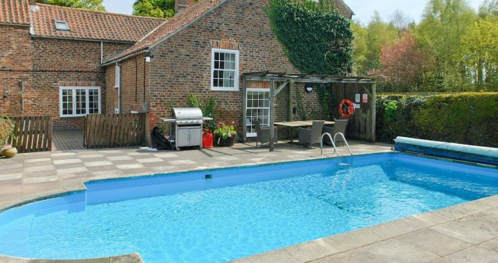 York pool party house celebration cottages hen party houses for Houses in england with swimming pools