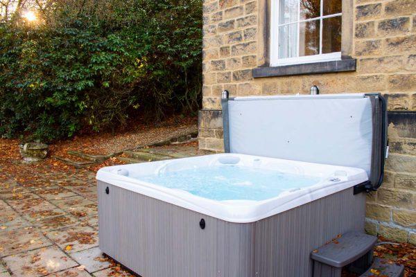new-lake-house-mansion-hot-tub-02