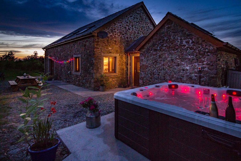 new-luxury-barn-retreat-02