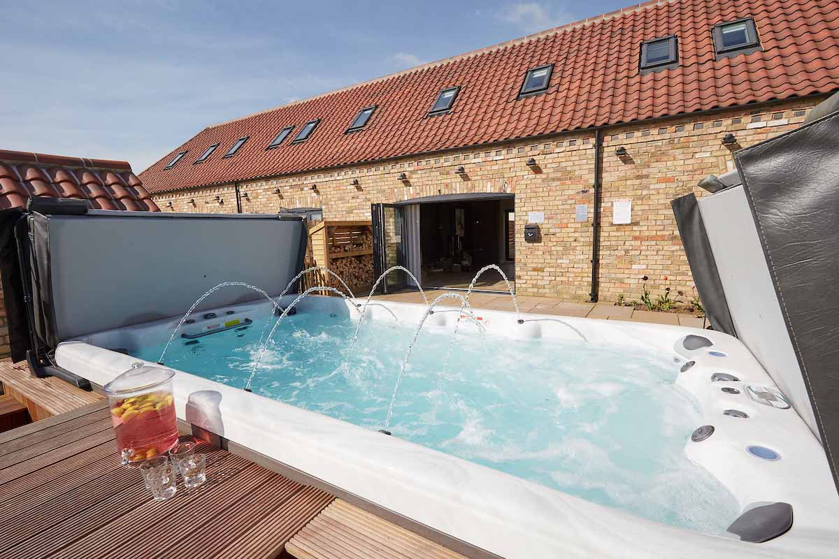 Hen party packages weekends celebration cottages - Hen party houses with swimming pool ...