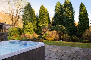 cottages-with-hot-tubs